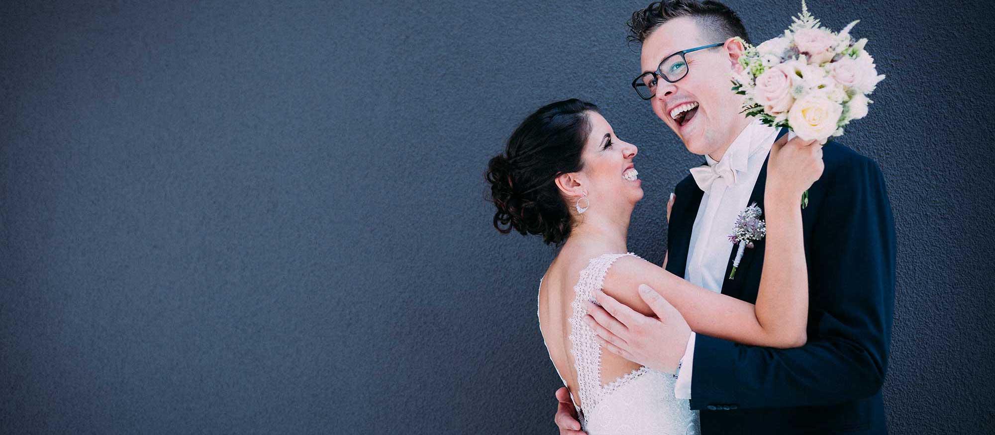Hochzeitsfotograf in Stuttgart und Umgebung geiler Moment und lachendes Brautpaar