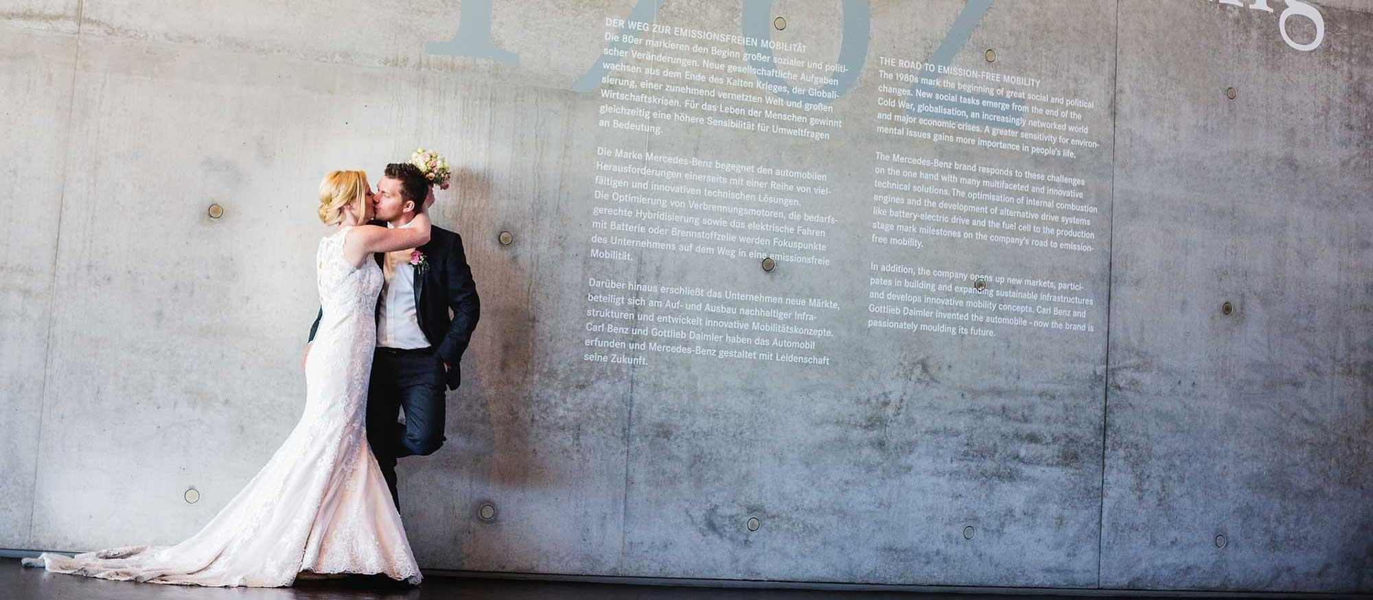 Hochzeitsfotograf in Stuttgart und Umgebung modern im Mercedes Benz Museum Stuttgart