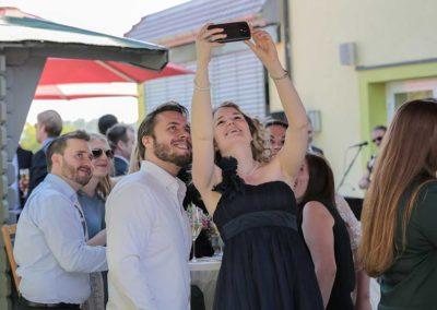 Hochzeitsfotos in Stuttgart Gäste machen Selfies
