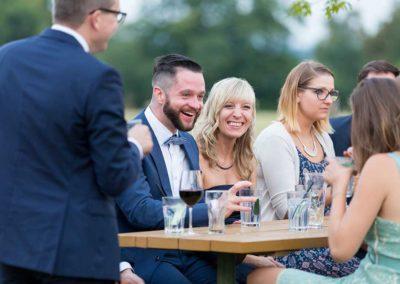 Hochzeitsfotos in Stuttgart Gäste haben Spass