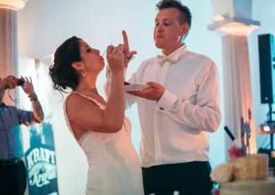 Hochzeitsfotos in Stuttgart Torte essen