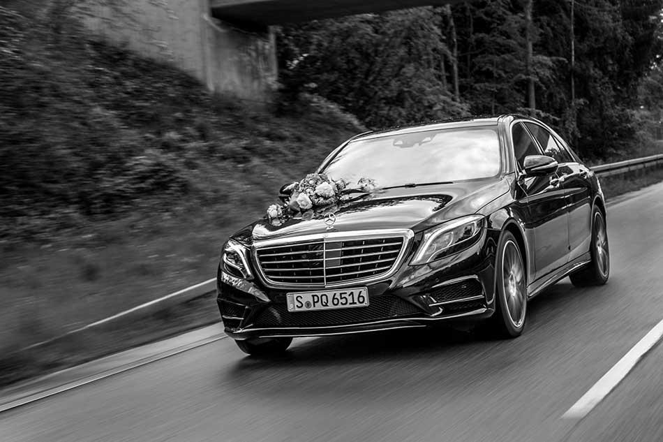 Hochzeitsfotograf in Stuttgart und Umgebung Dennis Walz Hochzeitsauto Daimler