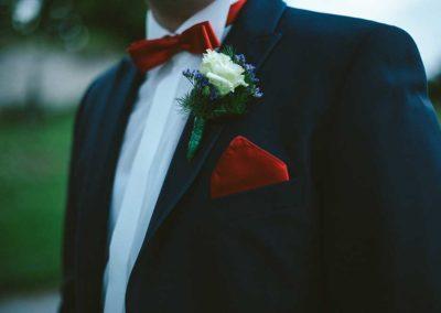 Hochzeitsfotos in Stuttgart Blumenschmuck für den Bräutigam