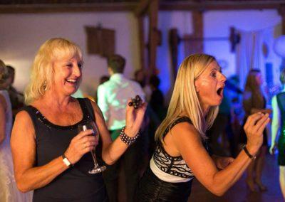 Hochzeitsfotos in Stuttgart Brautmutter rockt