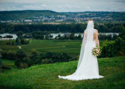 Hochzeitsfotos in Stuttgart Shooting im Weinberg Ausblick auf den Fluss
