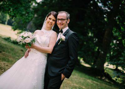 Hochzeitsfotos in Stuttgart Shooting Schloss Lichtenstein hinter der Burg im Garten