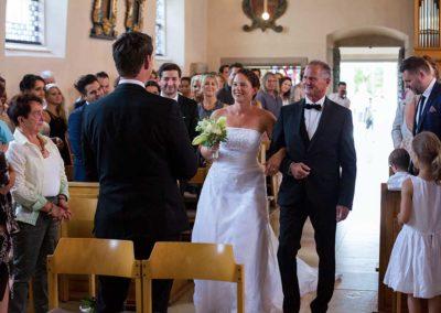 Hochzeitsfotograf-in-Stuttgart-Vater und Tochter am Altar