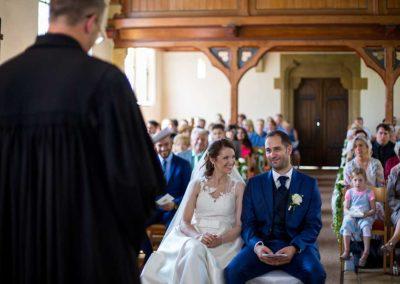 Hochzeitsfotograf-in-Stuttgart-Braut schaut nach oben