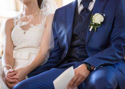 Hochzeitsfotograf-in-Stuttgart-holding hands