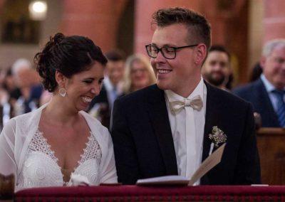 Hochzeitsfotograf-in-Stuttgart-Braut lacht mit Bräutigam