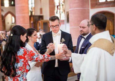Hochzeitsfotograf-in-Stuttgart-Hochzeitskerze anzünden