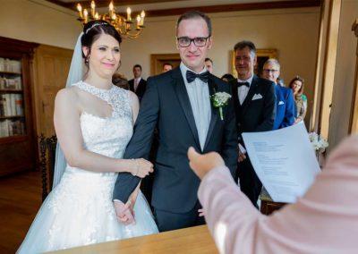 Hochzeitsfotograf-in-Stuttgart-Hochzeitsfotos Stuttgart. Bräutigam weinend vor Glück