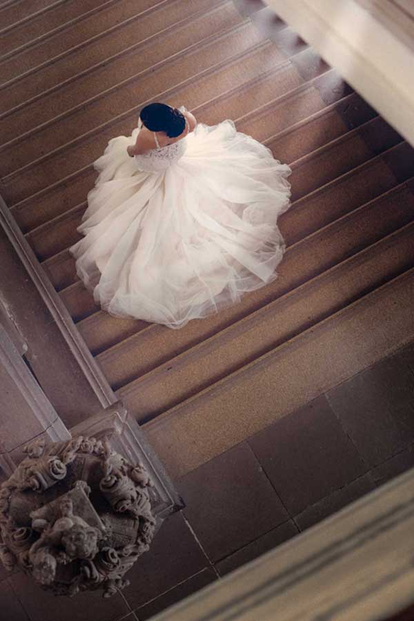 Hochzeitsfotograf in Stuttgart und Umgebung Braut auf der Treppe
