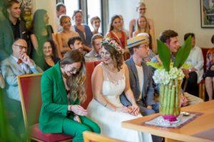 standesamtliche Hochzeit Gelächter im Standesamt
