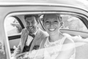Hochzeitsfotos bei Regen im Auto